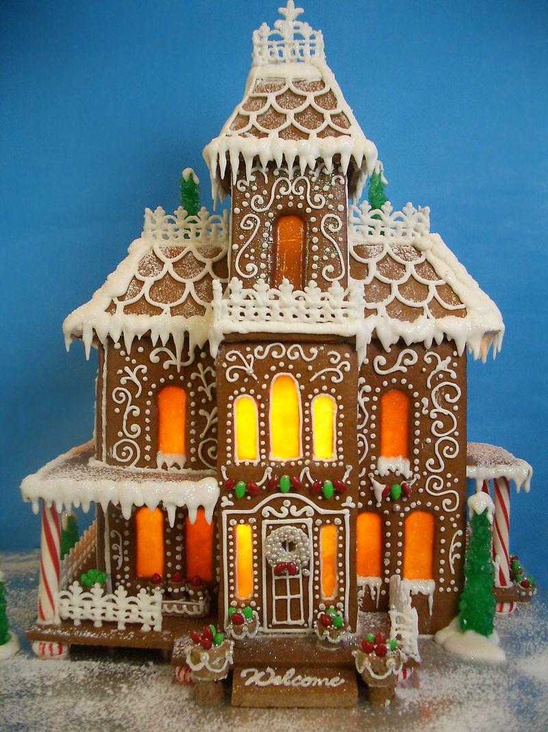 Gingerbread House - 2011 - Goos By Anna on gingerbread roof designs, art designs, valentine's day designs, gingerbread architectural designs, mother's day designs, cupcakes designs, bread designs, gift designs, little houses designs, cobblestone driveway designs, pumpkin designs, gingerbread porch designs, gumball machine designs, gingerbread castle designs, vanilla house designs, upscale club designs, christmas designs, dessert designs, elf designs, chicken designs,