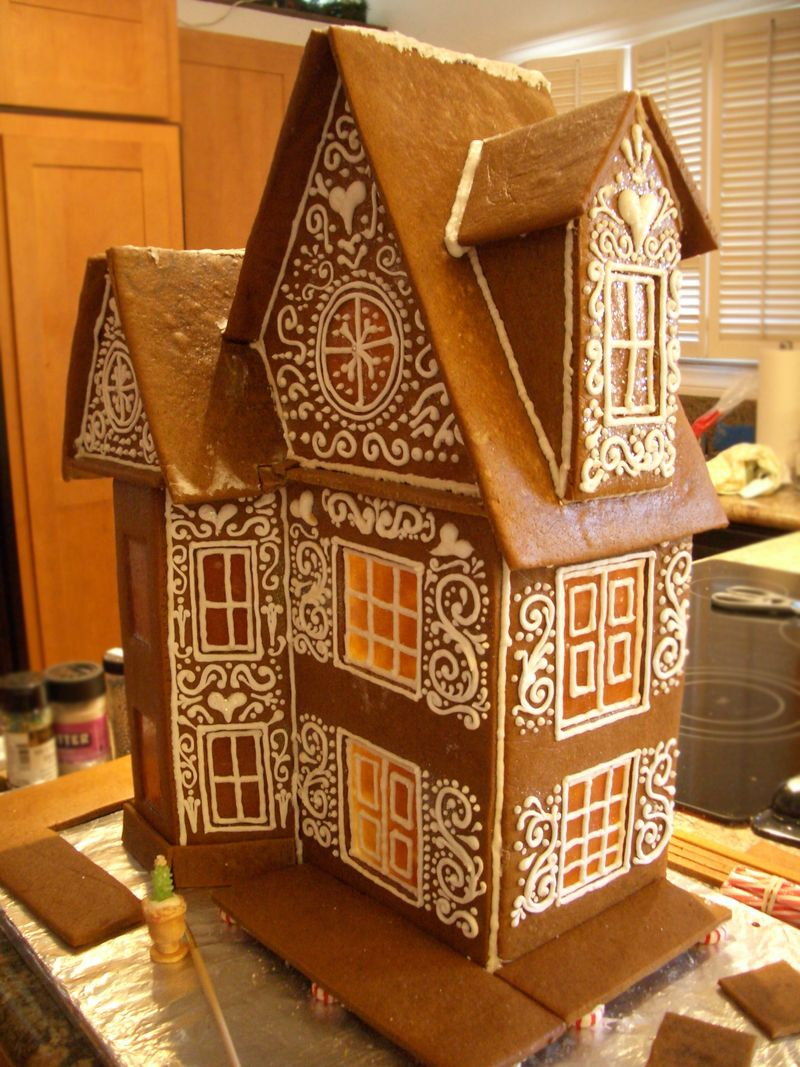 Gingerbreadhouse2013-sneekpeak
